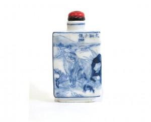 Tabatière chinoise en porcelaine bleu et blanc