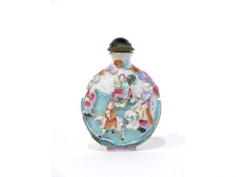 Tabatière en porcelaine à décor des huit Immortels