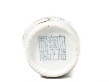 Tabatière en porcelaine de forme cylindrique, décorée de sept coqs 2