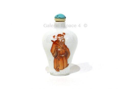 Petite tabatière chinoise en porcelaine émaillée en rouge de fer 2