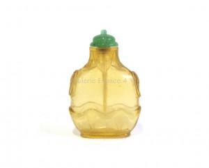 Tabatière chinoise en verre jaune transparent