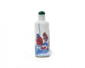 Tabatière de forme cylindrique en porcelaine