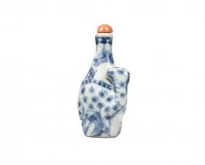 Très rare tabatière en porcelaine bleu et blanc