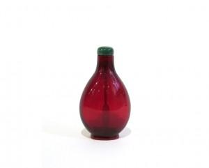 Tabatière en verre monochrome rouge de forme arrondie