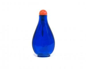 Tabatière piriforme en verre monochrome bleu
