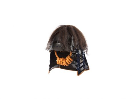 Casque en fer laqué noir de forme zunari