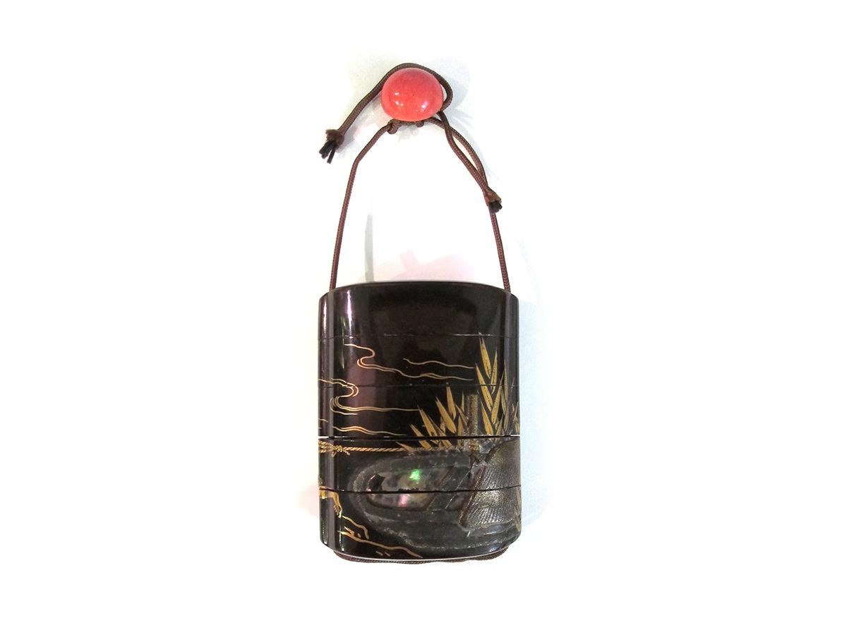 Riviere-eau-bateau-bambou-japon-nacre-samourai-case-quatre-noir