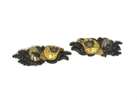 Menuki en shakudo - Décoration de coquillages