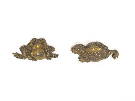 Paire de menuki en cuivre doré représentant des crapauds