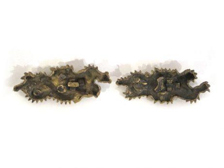 Paire de menuki en cuivre doré représentant des dragons 2