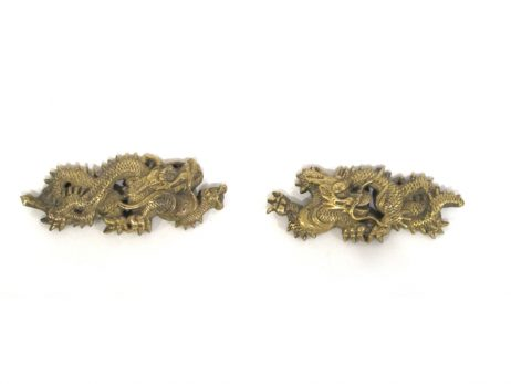 Paire de menuki en cuivre doré représentant des dragons