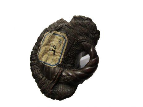 Netsuke en bois - Deux crapauds sur une sandale de Masanao 4