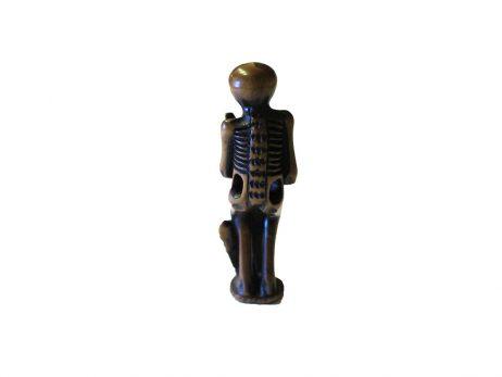 Netsuke en bois - Squelette tenant une stele funeraire 2