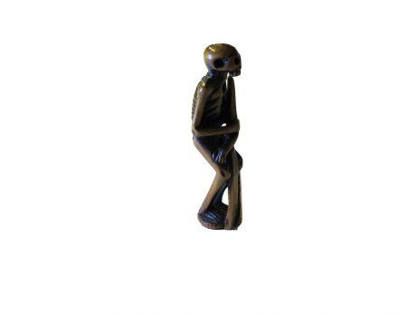Netsuke en bois - Squelette tenant une stele funeraire 4