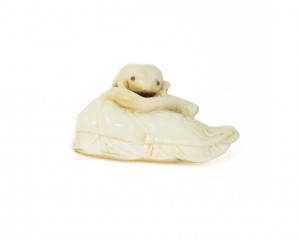 Netsuke en ivoire de type katabori