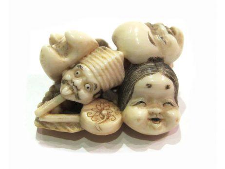 Netsuke en ivoire katabori - Groupe de masques de Kyogen