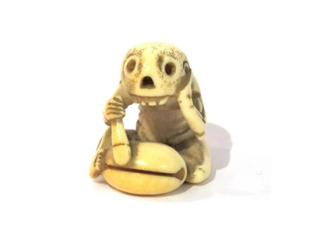 Netsuke en ivoire squelette assis en tailleur