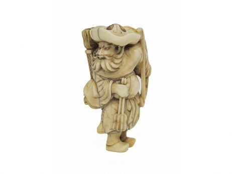 Netsuke en ivoire représentant un archer tartare tourné de trois quarts