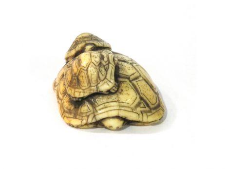 Netsuke en ivoire - Trois tortues