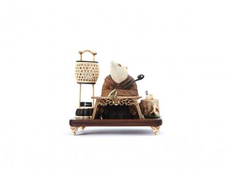 Okimono en bois et ivoire représentant Tanuki Bozu