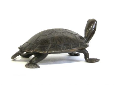 Sculpture d'une tortue en bronze 3