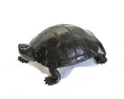 Sculpture d'une tortue en bronze