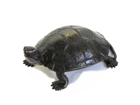 Sculpture d'une tortue en bronze