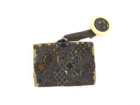Pochette à tabac en soie décorée d'un kanamono en argent et or 2