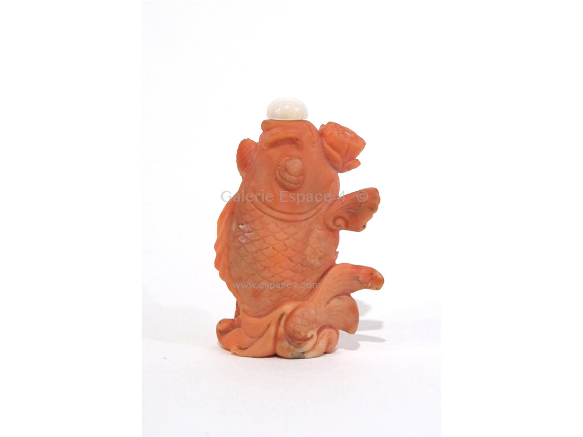 Coral snuff bottle a fish with a lotus art from china for Achat poisson rouge limoges