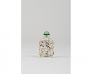 Tabatière miniature en verre peinte à l'intérieur d'une scène aquatique continue de poissons