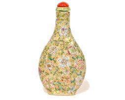 Tabatière chinoise en porcelaine et émaux famille rose mille fleurs