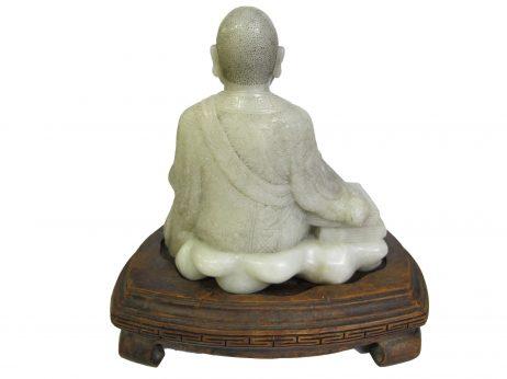 sculpture en jadéite celadon d'un bonze chinois