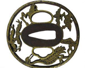 Tsuba ronde en fer grue et pins